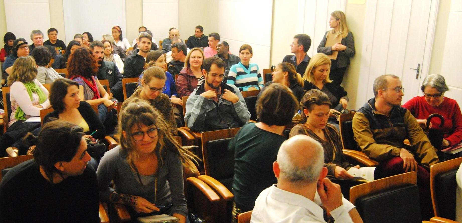 Foto de Davi Codes - Público na sala de exibição em Florianópolis